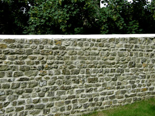 Traditional stone wall built by Bluefish Contractors